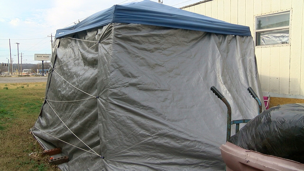 A Catoosa woman is forced to live in a tent in her own front yard because her home is infested with black mold that she cannot afford to fix. (KTUL) & Neighbors step in to help woman living in tent | KTUL
