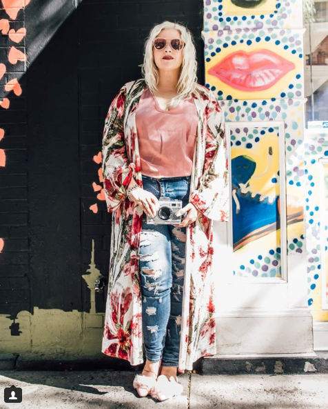 We are loving the silk robe/kimono trend, and here Dani shows us exactly how to take this wardrobe staple from day to night. (Image: Courtesy IG user @blonde_inthedistrict/ www.instagram.com/blonde_inthedistrict/) <p></p>
