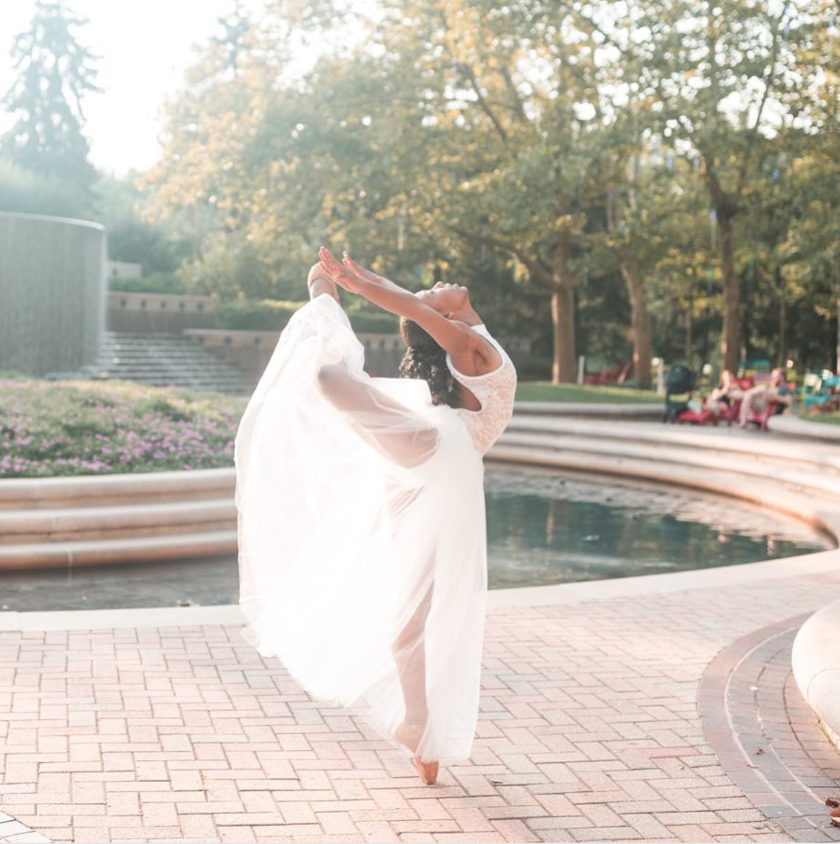 While ballerinas may not roam the streets every day, there are plenty of places to strike a pose. (Image via @Imagebylauraquinterophotography featuring @thedancer_nya)