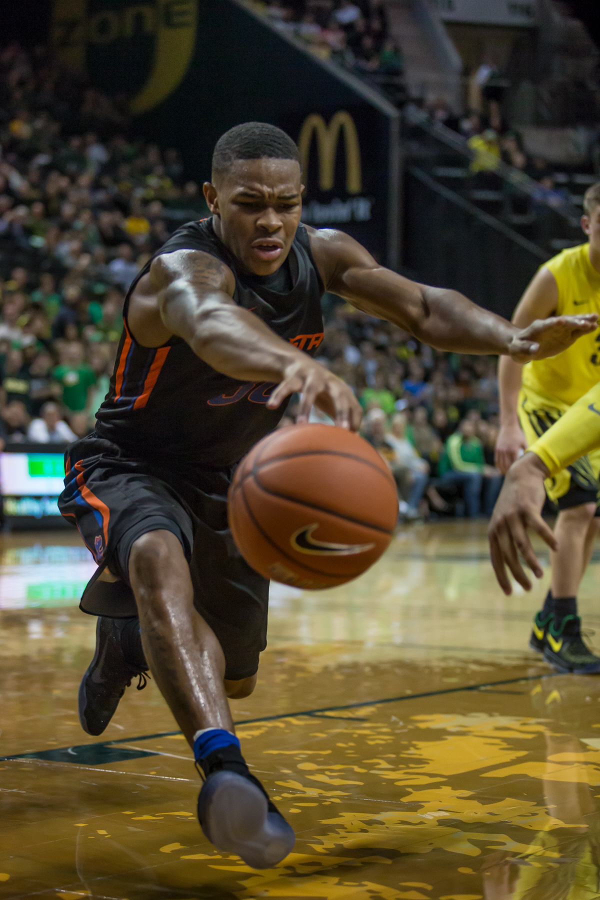 Boise State guard Paris Austin (#30) reaches after a lose ball, saving it from going out of bounds. After trailing for most of the game, the Oregon Ducks defeated the Boise State Broncos 68-63. Photo by Dillon Vibes