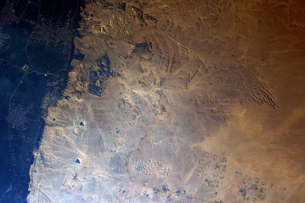 Thought I finally had the pyramids, but these are the smaller ones further south. Gosh they?re not easy to spot from space! Still looking ;) (Photo & Caption: Thomas Pesquet // NASA)