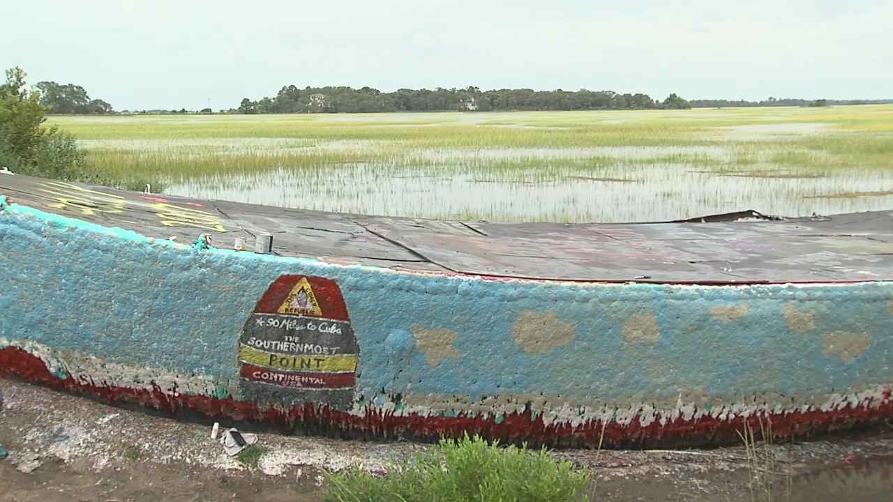 Folly Boat tribute to Florida Hurricane Irma victims (WCIV)