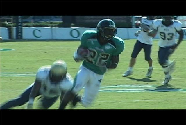 Eric O'Neal caught one of Zach MacDowall's 5 TD passes in Coastal Carolina's 70-3 win over Charleston Southern.