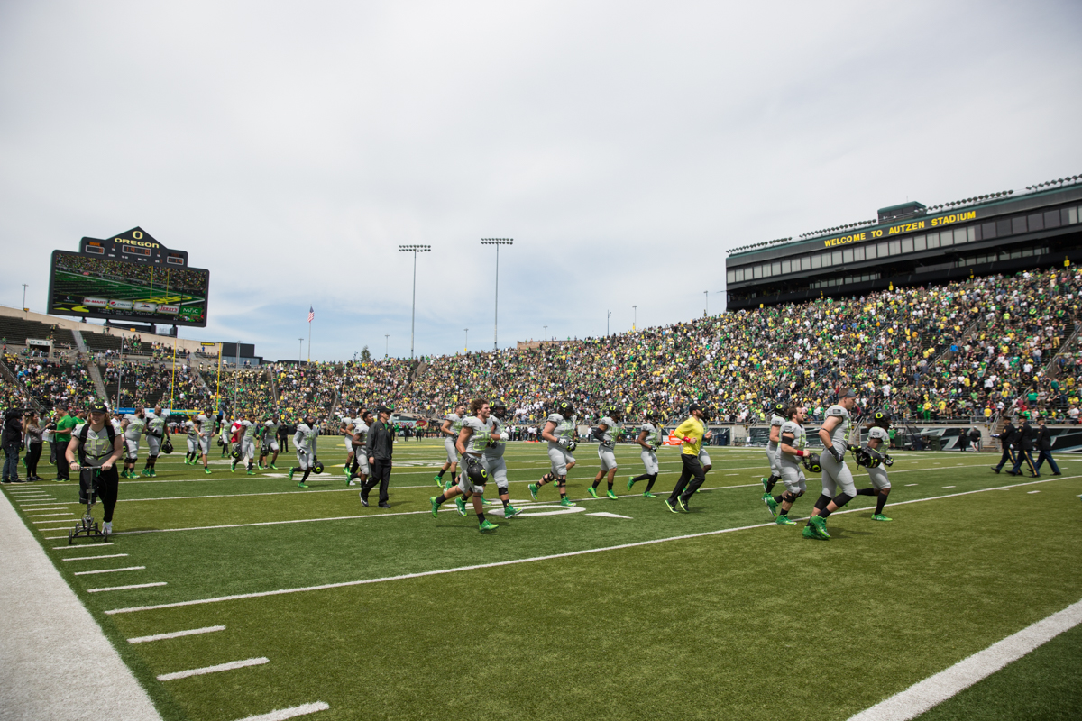 Team Free runs off the field at the start of halftime during the 2017 Oregon Ducks Spring Game. The 2017 Oregon Ducks Spring Game provided fans their first look at the team under new Head Coach Willie Taggart's direction.  Team Free defeated Team Brave 34-11 on a sunny day at Autzen Stadium in Eugene, Oregon.  Photo by Austin Hicks, Oregon News Lab