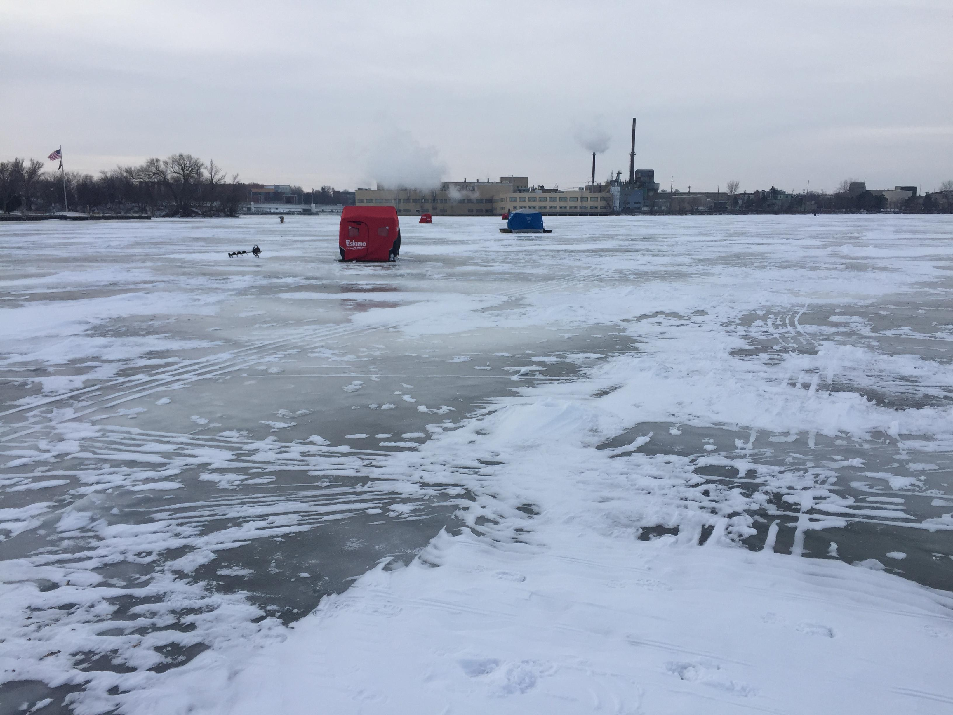 Ice fishing shelters on the Fox River in De Pere, January 19, 2018 (WLUK/Eric Peterson)