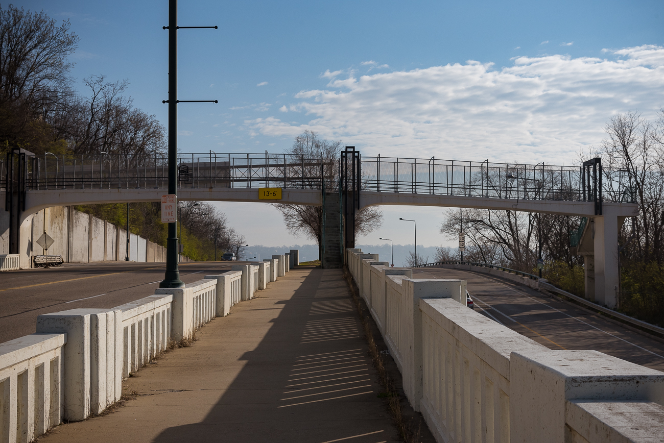 The pedestrian bridge over Columbia Parkway in its entirety. The right side of the bridge is where the previous image left off. / Image: Phil Armstrong, Cincinnati Refined // Published: 4.13.18