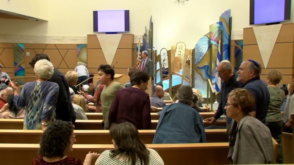Pittsburgh mass taking pictures elevating security considerations for valley's synagogues - News3LV thumbnail
