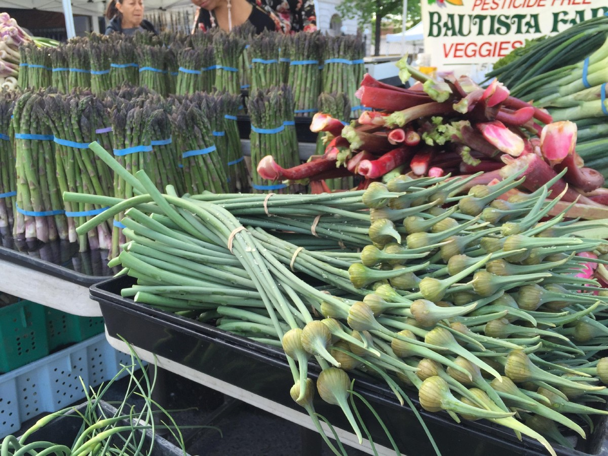 Some of spring's bounty at the Yakima Valley Farmers Market; spring garlic, asparagus, chard, and more. (Image: Frank Guanco)