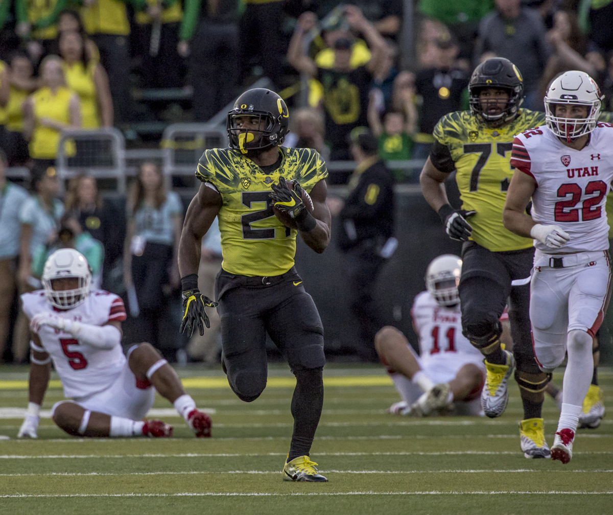 Oregon running back Royce Freeman (#21) sprints up the field with room to run. The Oregon Ducks defeated the Utah Utes 41 to 20 during Oregon's homecoming game at Autzen Stadium on Saturday, October 28, 2017. Photo by Ben Lonergan, Oregon News Lab