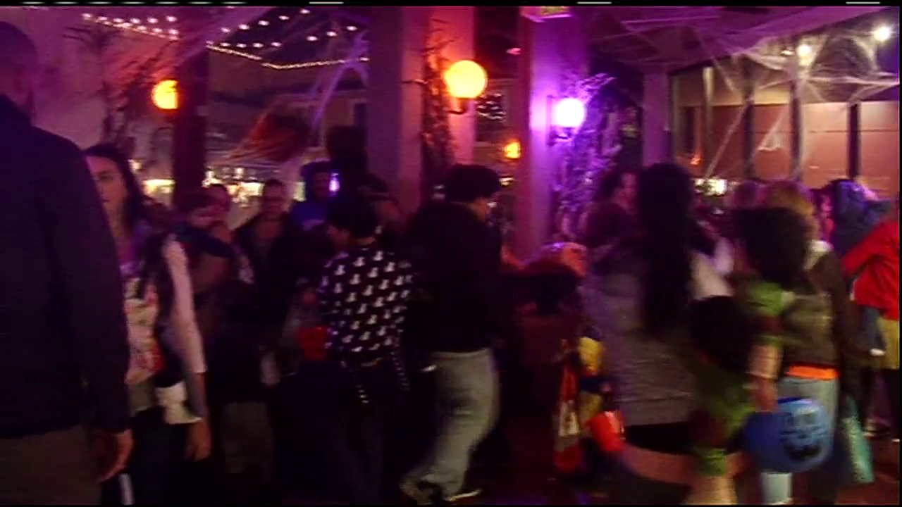 Hundreds visited 5th Street Public Market for the spook-tacular Haunted Market event. (SBG)