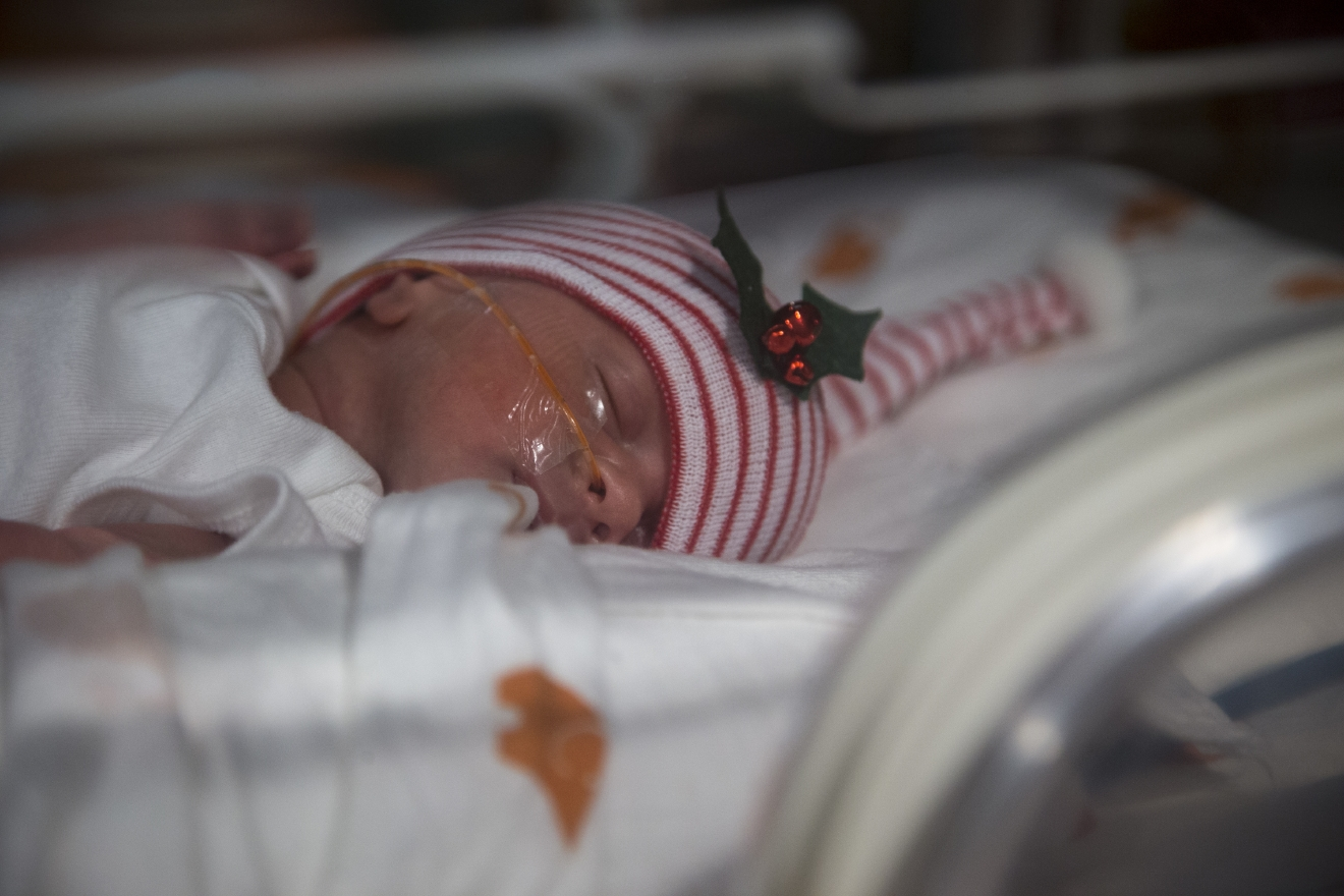 Isabelle Baudinet, one of a set of quintuplets recently born, rests at the St. Joseph's Nursery Intensive Care Unit, Wednesday, Dec, 21, 2016, in Phoenix. Margaret Baudinet gave birth on Dec. 4 to four girls and one boy. The quintuplets remain in an intensive care unit but have been taken off ventilators, can now breathe on their own and are being bottle-fed. (Mark Henle/The Arizona Republic via AP)