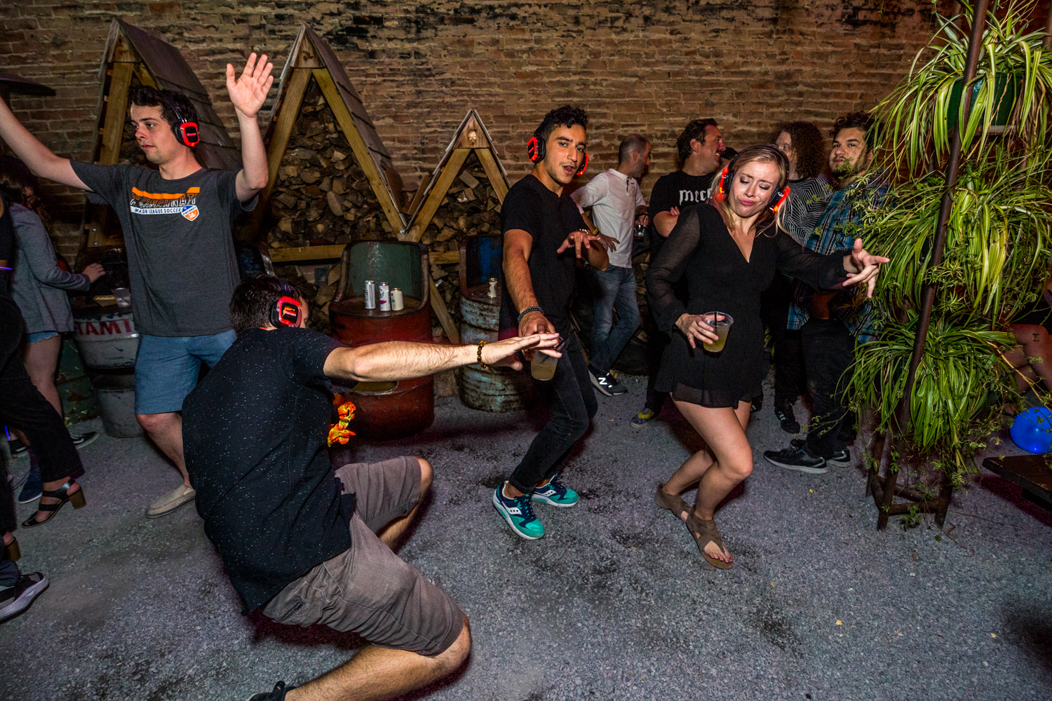 Sometimes you just have to grab a drink, throw on a pair of headphones, and dance Saturday night way. Casual Socialite threw a silent disco at Mecca on Saturday, September 7. The party raged until 2 AM on 15th Street in OTR. / Image: Catherine Viox // Published: 9.8.19