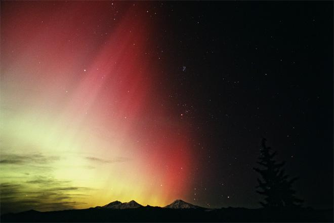 Aurora show over Sisters -- (Photo: YouNews contributor: johnflinn)