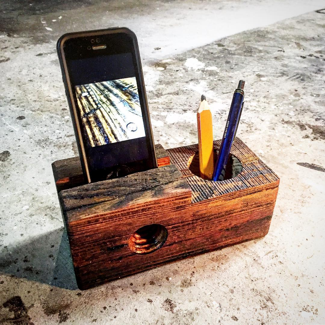 A handmade desktop organizer / Image courtesy of Ohio Valley Reclaimed // Published: 8.24.17