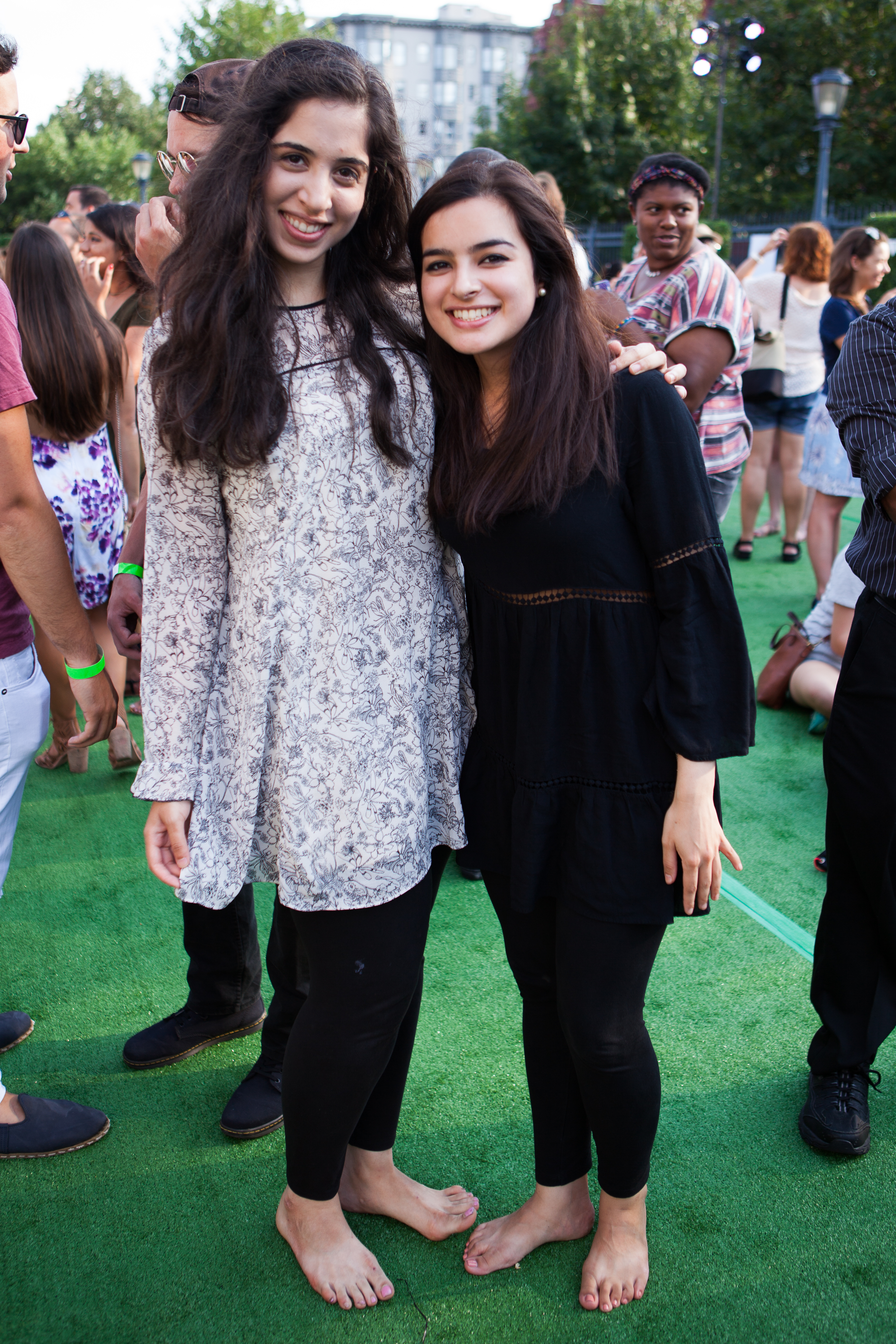 Zainab Feroze and Sarah Khan (Image: Jay Snap/ LaDexon Photographie)