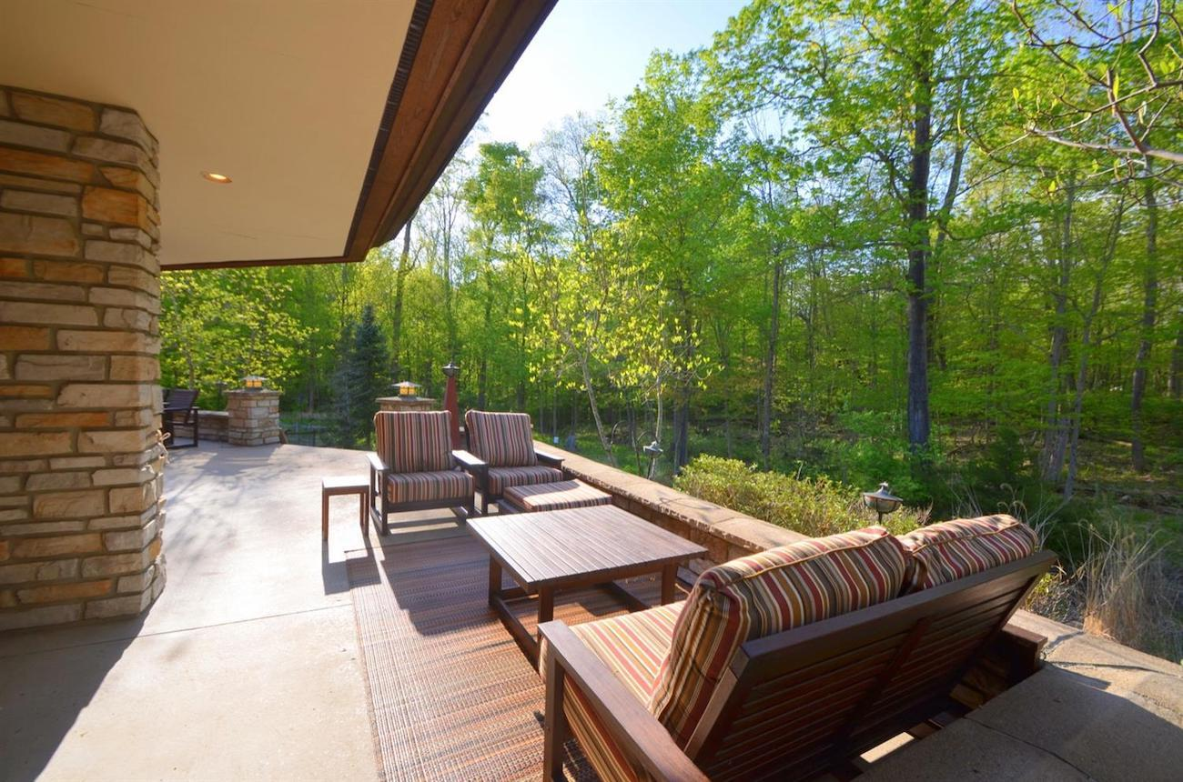 The house has a rear terrace that overlooks the woods behind it. / Image courtesy of Susan Rissover, Cincinnati Modern // Published: 6.2.19