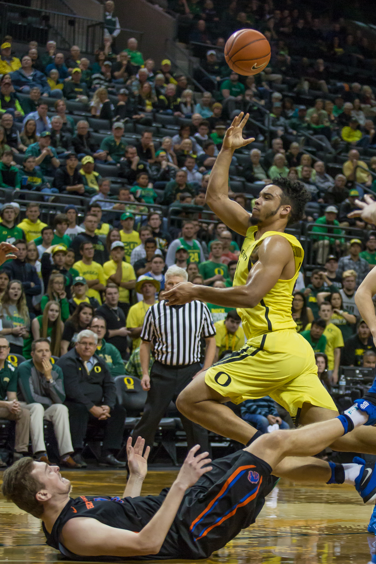 Oregon forward Dillon Brooks (#24) tosses the ball up after knocking over a Boise State defender. After trailing for most of the game, the Oregon Ducks defeated the Boise State Broncos 68-63. Photo by Dillon Vibes