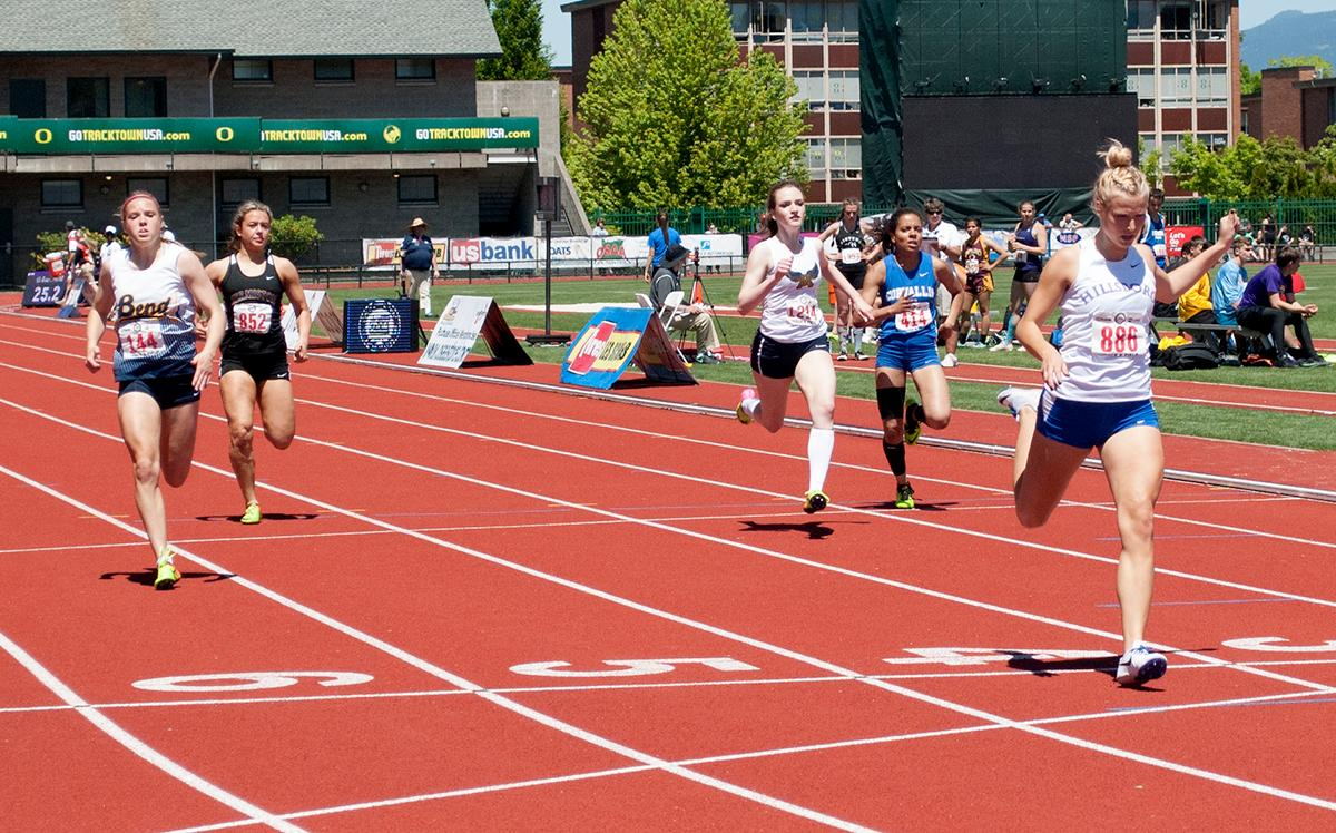 Kennedy Taub wins first place in the Girl's 5A 200m dash with a time of 25.27 at Hayward Field. Photo by Sheridan Kowta, Oregon News Lab