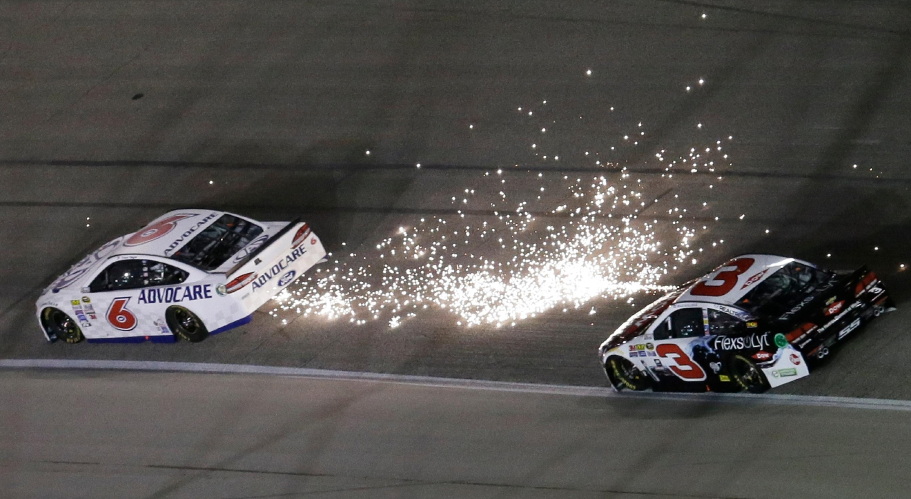 Kyle busch wins at texas to complete another nascar sweep for R d motors austin tx