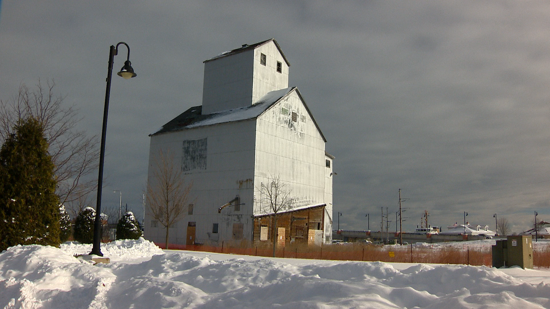 The Sturgeon Bay granary is seen, Dec. 15, 2017. (WLUK image)