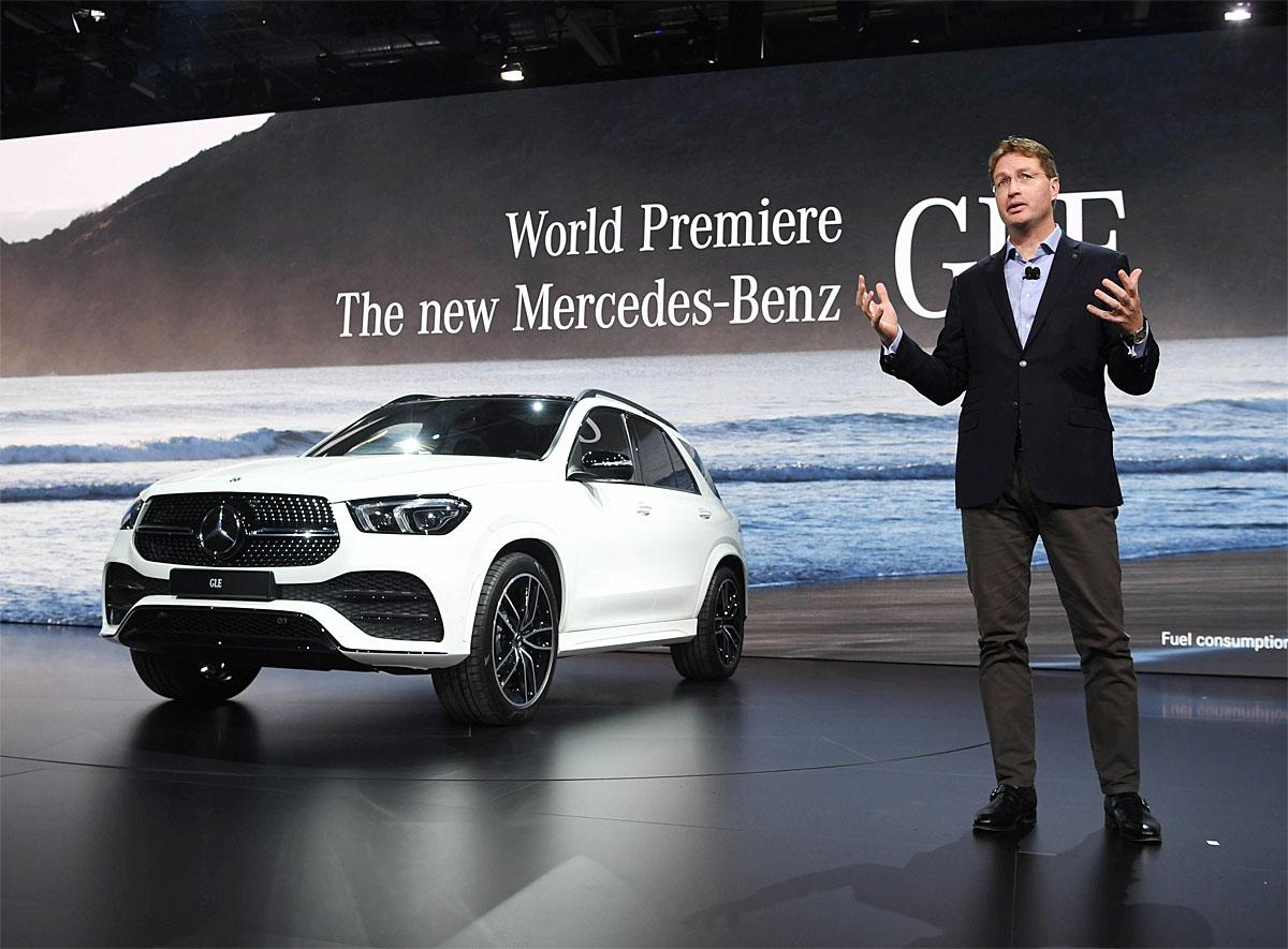 02 October 2018, France, Paris: Ola Källenius, Member of the Board of Management of Daimler AG and Chief Development Officer of Mercedes-Benz Cars, will present the new Mercedes-Benz GLE on the 1st Press Day at the Paris International Motor Show. From 02.10. to 03.10.2018 the press days will take place at the Paris Motor Show. It will then be open to the public from 04.10. to 14. October. Photo: Uli Deck/dpaWhere: Paris, Île-de-France, FranceWhen: 02 Oct 2018Credit: Uli Deck/picture-alliance/Cover Images