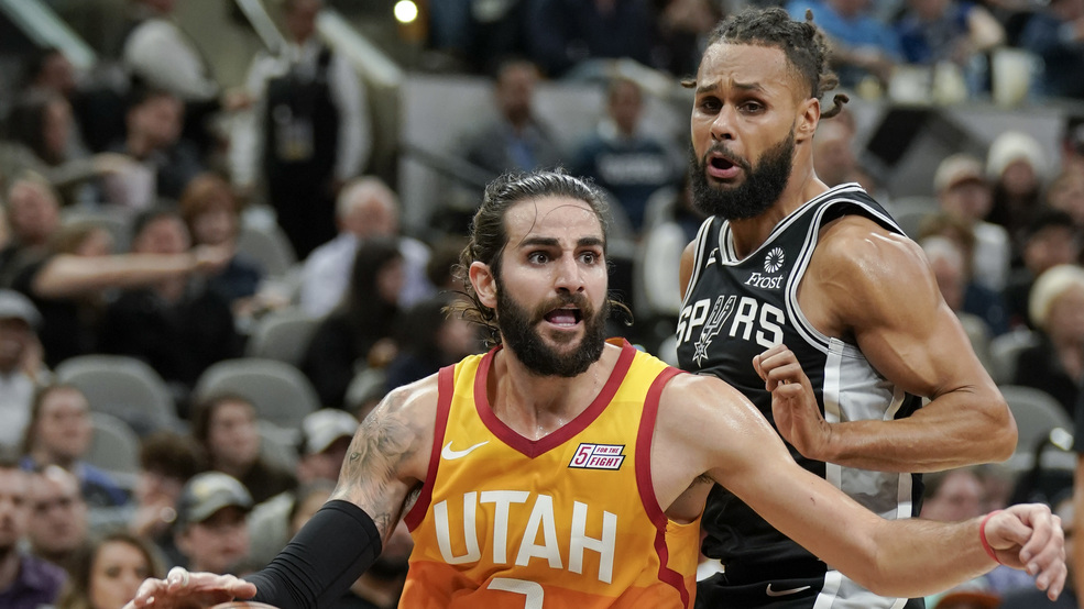 Utah Jazz star Ricky Rubio sings 'She Will Be Loved' during Super Bowl halftime show