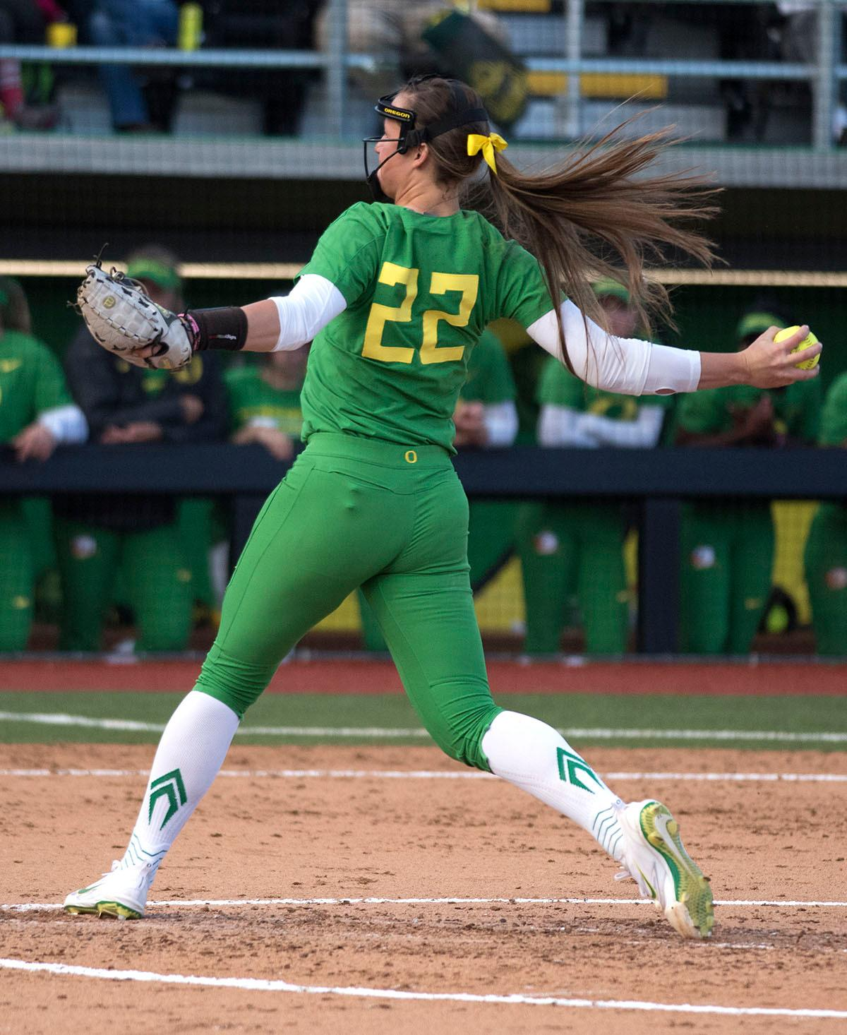 Oregon Ducks Megan Kleist (#22) pitches the ball. The No. 5 Oregon Ducks defeated the No. 2 Florida State Seminoles in both games of the doubleheader (11-0, 3-1) on Saturday afternoon. This sweep of the first two rounds of the postseason happened in front of a soldout crowd of 2,517 at Jane Sanders Stadium. Photo by Cheyenne Thorpe, Oregon News Lab