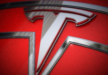 Feds probe Tesla crash and fire in which 2 teens killed