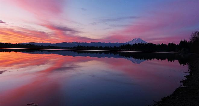 Shades of a Sunrise on Lake Tapps (Photo Courtesy YouNews contributor: troxa41622511086)