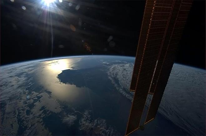 Sun getting ready to set into the horizon of Southwestern Australia. (Photo & Caption: Chris Hadfield/NASA)