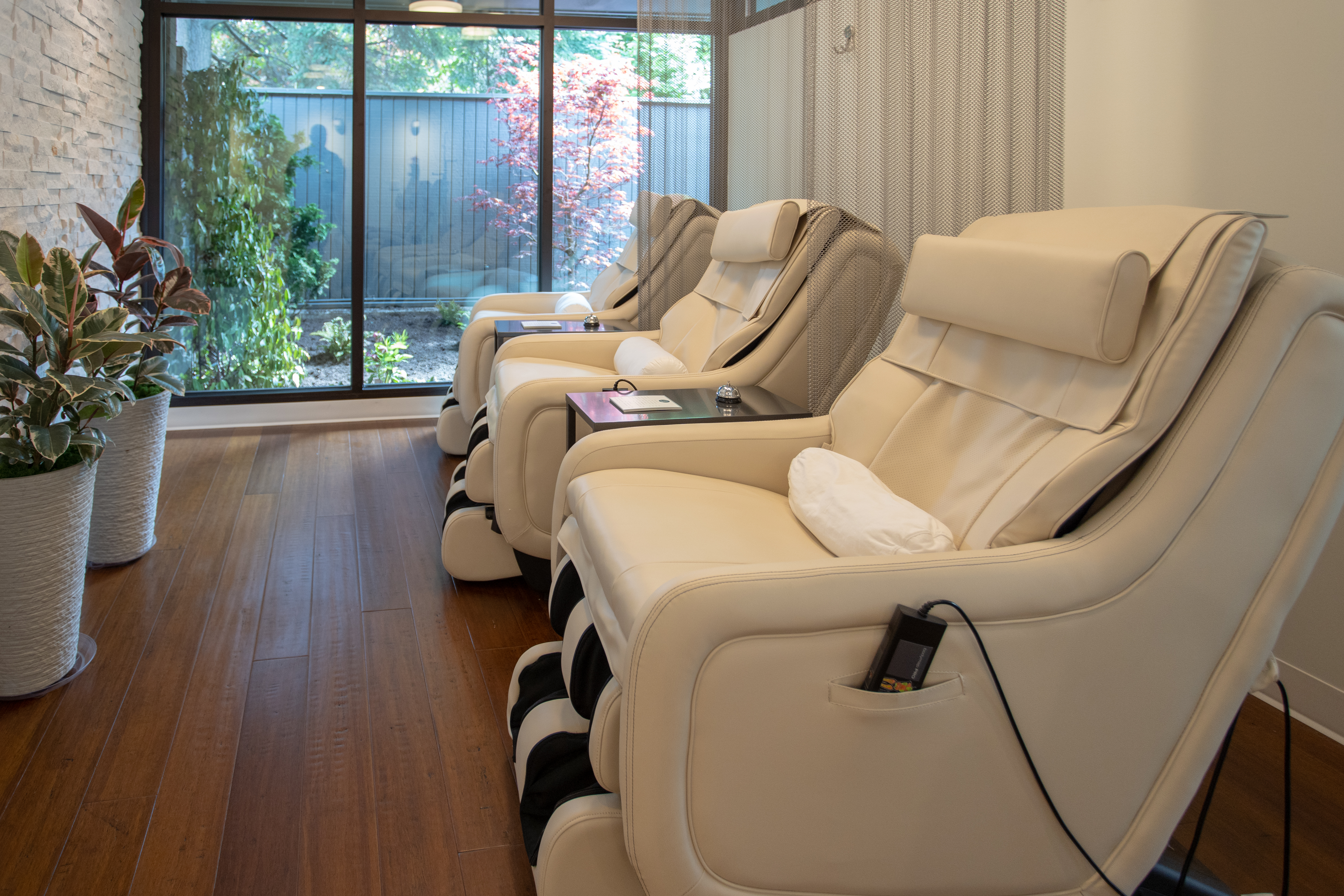 Hydrating and relaxing. Now this is something I can get on board with! (Image: Holistique IV Lounge).