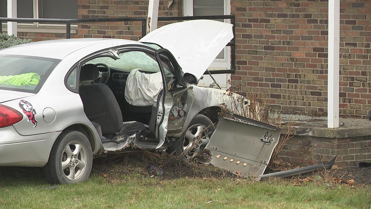 VIDEO: Car crashes into south Columbus business | WTTE