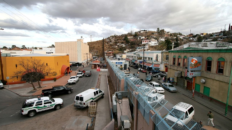 Nogales, Mexico border fence (WIKI).jpg